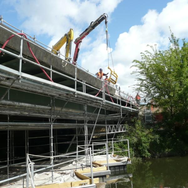 Réféction des corniches du pont de Maulny